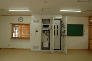 PC0011(職員室分電盤内部)